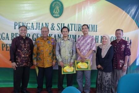 Foto bersama para pembicara dengan Fungsionaris PB GAI dan Ketua Panitia Jalsah GAI 2013